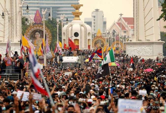 Meski Ada Dekrit Darurat, Gelombang Protes Anti Pemerintah di Bangkok Terus Berlanjut