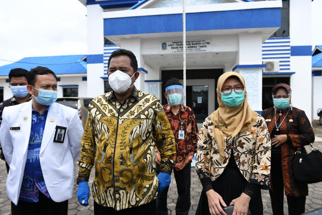Kunjungi RS Ahmad Thabib, Bahtiar Pesan Jangan Remehkan Covid-19