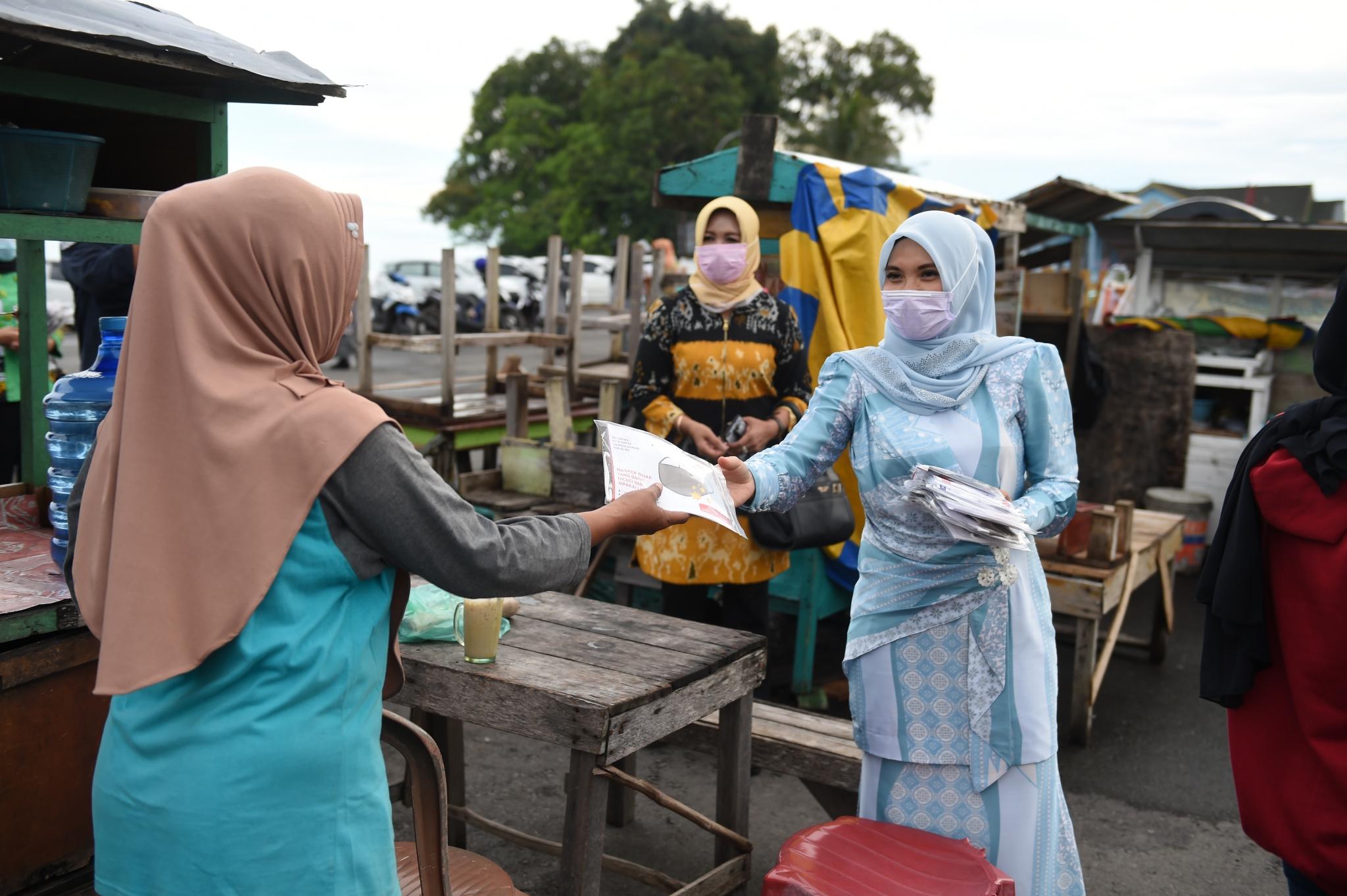 Sofha Bahtiar Kampanyekan Prokes Covid-19 di Pelabuhan Buton Lingga