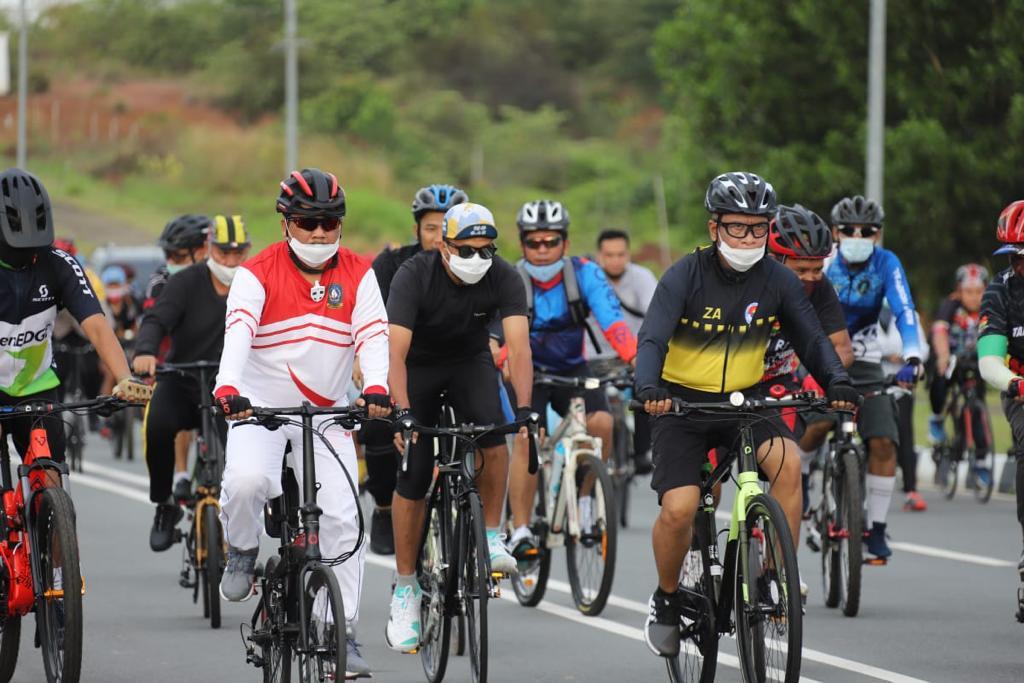 Menpora RI Bersepeda Sehat di Dompak