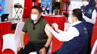 Gubernur Sumsel Herman Deru Menerima Suntikan Vaksin COVID-19 Dosis Kedua
